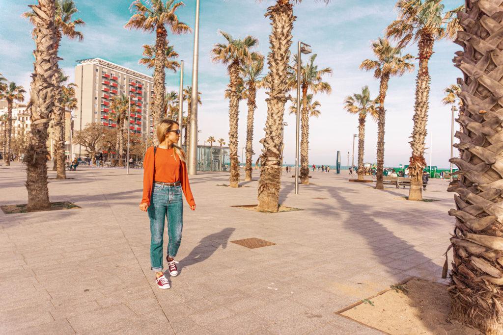 barcelona travel solo travel girl visit spain