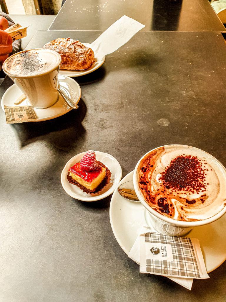 cappuccino - italian foodporn 6 Italian habits we love - Learn about Italy