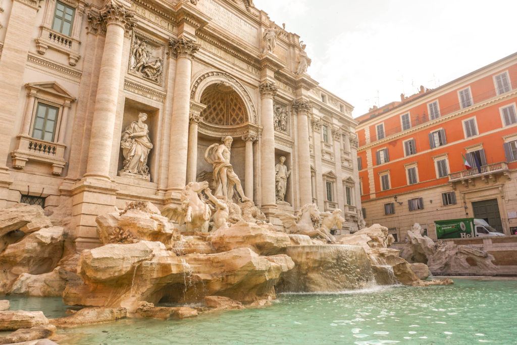 trevi fountain ShegoWandering travel inspiration italy 6 Italian habits we love - Learn about Italy