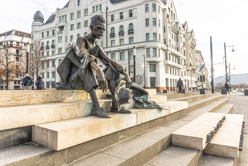 jozsef attila statue budapest